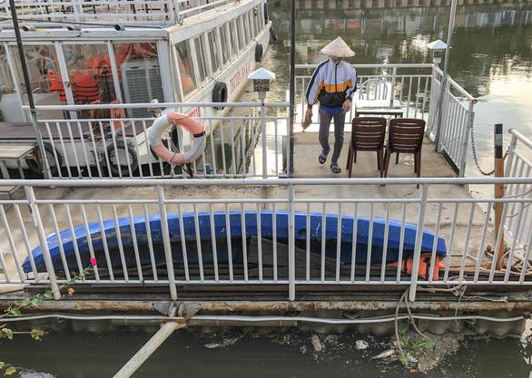 Vớt hàng chục ghe cá chết trên kênh Nhiêu Lộc - Thị Nghè - Ảnh 6.