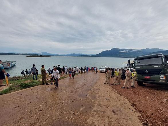 Lật du thuyền ở Lào, 8 người thiệt mạng - Ảnh 1.