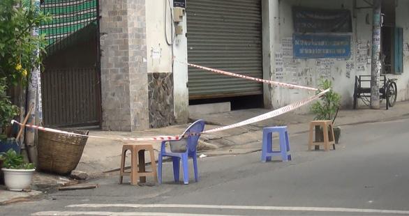 Điều tra vụ nam thanh niên bị đánh tử vong bên vệ đường lúc rạng sáng - Ảnh 2.