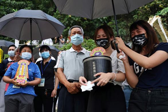 Quản lý công trường gây tai nạn đường sắt ở Đài Loan xin lỗi, cam kết chịu trách nhiệm - Ảnh 1.