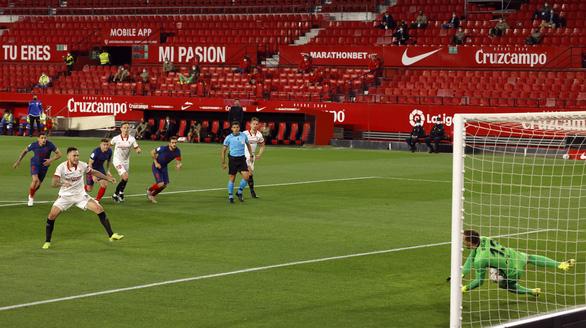 Jan Oblak lần thứ hai liên tiếp cản phạt đền, Atletico Madrid vẫn thua Sevilla - Ảnh 2.