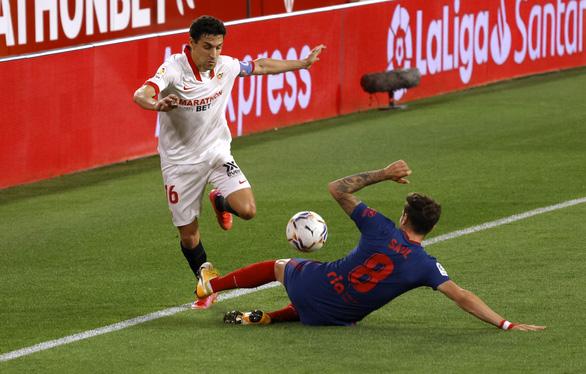 Jan Oblak lần thứ hai liên tiếp cản phạt đền, Atletico Madrid vẫn thua Sevilla - Ảnh 3.