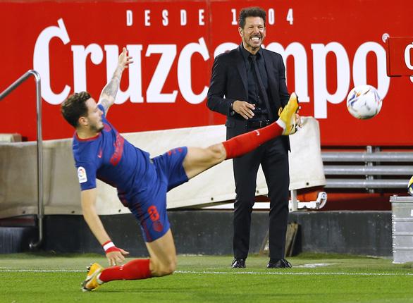 Jan Oblak lần thứ hai liên tiếp cản phạt đền, Atletico Madrid vẫn thua Sevilla - Ảnh 1.