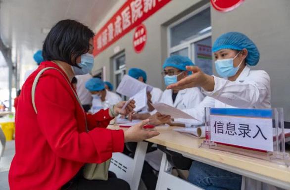 Số ca mắc mới COVID-19 theo ngày lại tăng ở Trung Quốc - Ảnh 1.