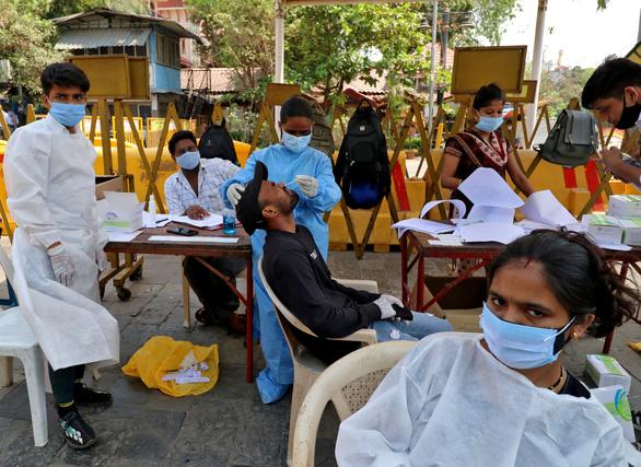 Campuchia đã tiêm vắc xin ngừa COVID-19 nhiều gấp 10 Việt Nam - Ảnh 2.