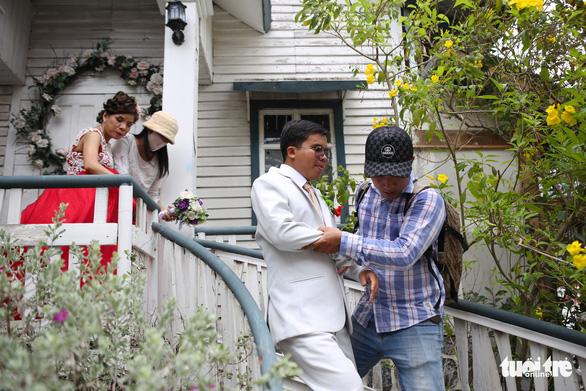 Theo chân nhóm nhiếp ảnh gia chụp ảnh cưới giá 0 đồng - Ảnh 2.