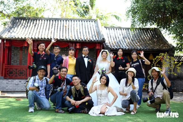 Theo chân nhóm nhiếp ảnh gia chụp ảnh cưới giá 0 đồng - Ảnh 8.