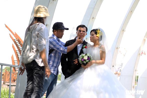 Theo chân nhóm nhiếp ảnh gia chụp ảnh cưới giá 0 đồng - Ảnh 5.