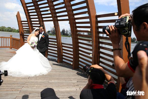 Theo chân nhóm nhiếp ảnh gia chụp ảnh cưới giá 0 đồng - Ảnh 6.