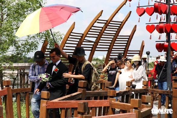 Theo chân nhóm nhiếp ảnh gia chụp ảnh cưới giá 0 đồng - Ảnh 7.