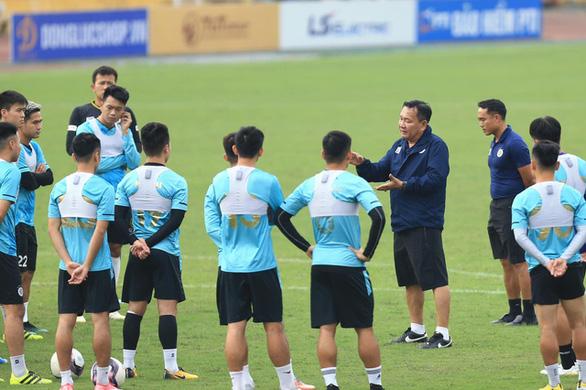 HLV Hoàng Văn Phúc: Quang Hải có thể ra sân trong trận gặp CLB Viettel - Ảnh 2.