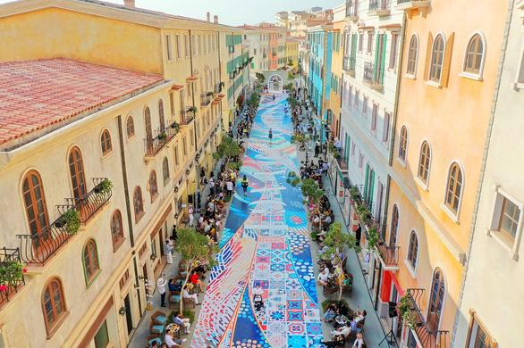 Vẽ Địa Trung Hải qua những thiết kế thời trang - Ảnh 3.