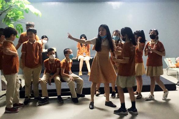 Đạo diễn Việt Linh dạy kịch cho học sinh phổ thông - Ảnh 1.
