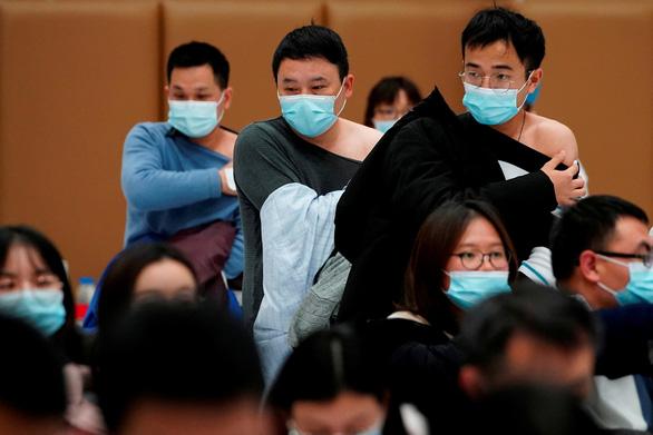 Trung Quốc thưởng... trứng cho dân tiêm đủ 2 liều vắc xin nội địa - Ảnh 1.
