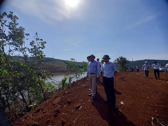 Tự ý mở đường, hủy hoại hơn 5.600m2 rừng phòng hộ: 2 người bị phạt... 22 triệu - Ảnh 2.