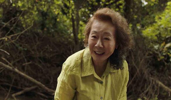 Bà ngoại quốc dân giành giải của Hiệp hội diễn viên Mỹ với phim Minari - Ảnh 1.