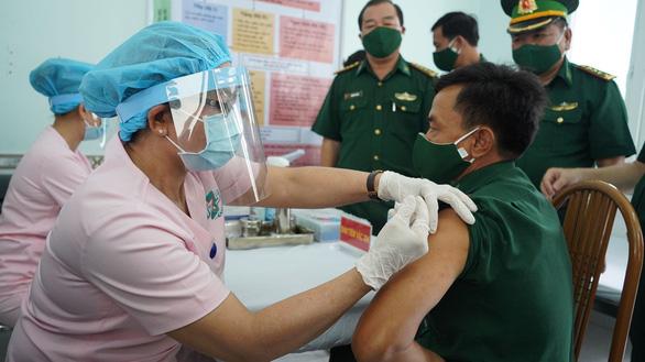 Phân bổ vắc xin ngừa COVID-19, TP.HCM được chia nhiều nhất nước - Ảnh 1.