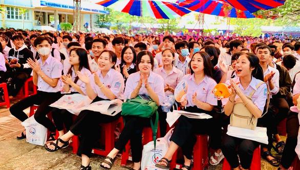 Trường ĐH Sài Gòn dành tối thiểu 85% chỉ tiêu xét kết quả thi tốt nghiệp - Ảnh 1.