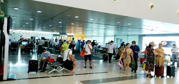 Hàng không ồ ạt bay đến Phú Quốc, giá vé nóng từng ngày - Ảnh 2.