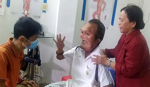 Tìm cách chữa trị cho người đàn ông có gương mặt dị dạng: Ba Lép phải sống! - Ảnh 1.