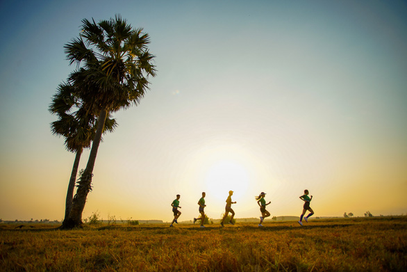 Hơn 3.000 người chinh phục cung đường marathon núi Bà Đen - Ảnh 3.