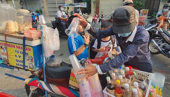 Nhớ lắm, tiếng rao thời nghèo khó - Kỳ 2: Leng keng cà rem dạo - Ảnh 1.