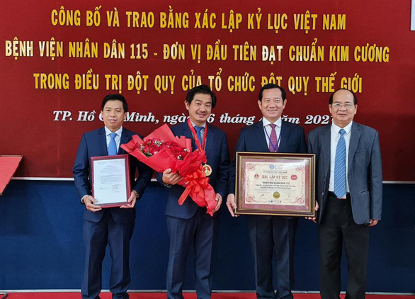 Bệnh viện đầu tiên của Việt Nam đạt chuẩn kim cương về điều trị đột quỵ - Ảnh 1.