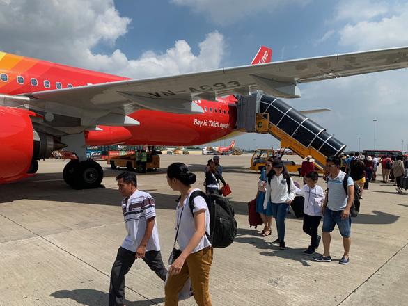 Hàng không ồ ạt bay đến Phú Quốc, giá vé nóng từng ngày - Ảnh 1.