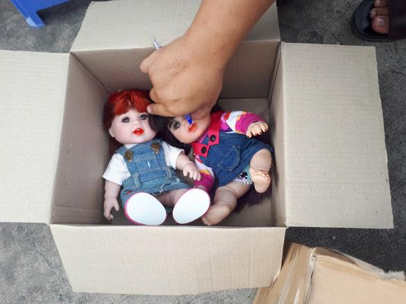 Phát hiện căn hộ của cô gái chứa 71 búp bê nghi là Kumanthong - Ảnh 1.