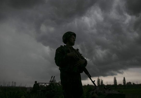 2 lính Ukraine tử trận, Nga tố Kiev khiêu khích trước - Ảnh 1.