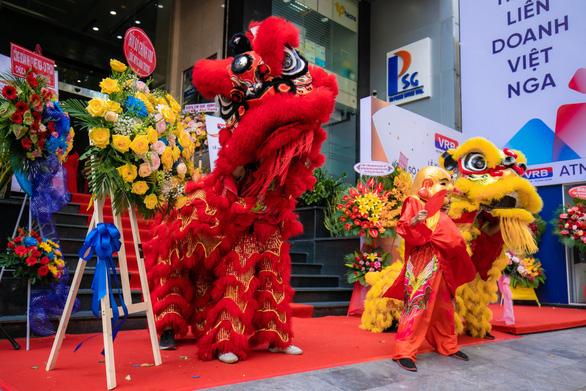 Khai trương trụ sở mới Ngân hàng Liên doanh Việt  Nga chi nhánh TP.HCM - Ảnh 2.