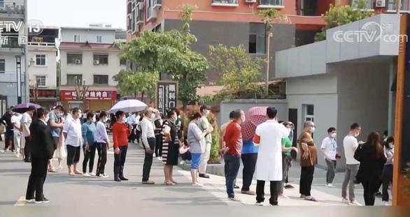 Trung Quốc tiêm vắc xin toàn bộ 300.000 dân ở biên giới để ngăn dịch nhập từ Myanmar - Ảnh 1.