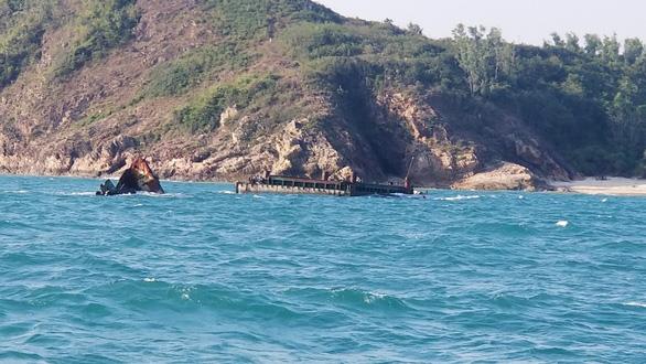 Hơn 3 năm sau bão, xác tàu bị đắm vẫn nằm ngay vùng biển cảng Quy Nhơn - Ảnh 3.