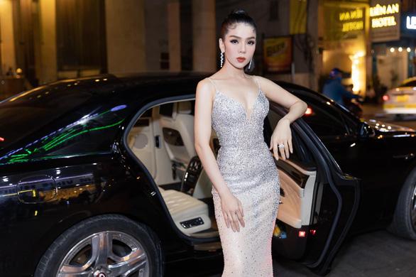 Game thủ bị chỉ trích khi mong Việt Nam dịch trở lại, đại hiệp Trấn Thành trong game quá ảo - Ảnh 5.
