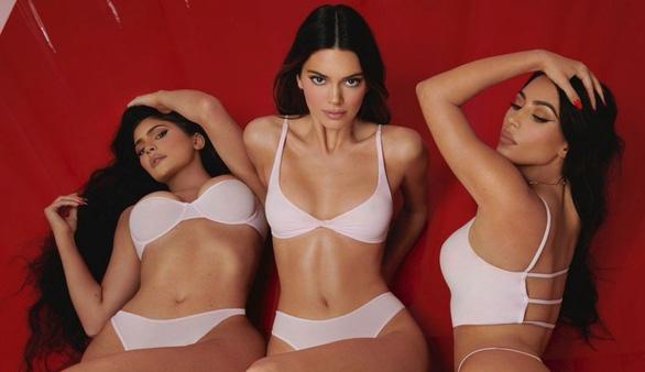 Kim Kardashian West thành tỉ phú USD: Ngôi sao tai tiếng làm giàu nhờ đâu? - Ảnh 3.