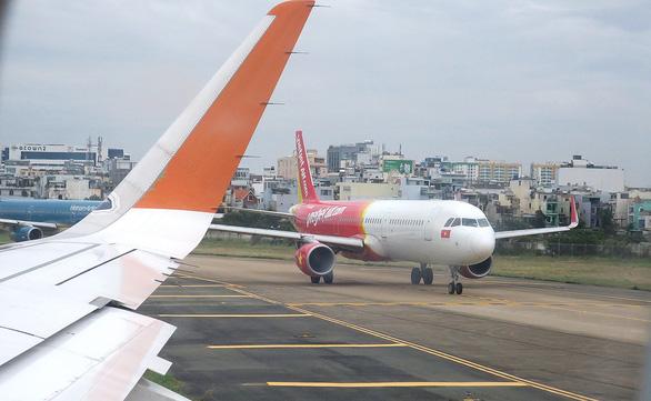 Áp giá sàn vé máy bay: Cục Hàng không Việt Nam đang nghiên cứu - Ảnh 1.