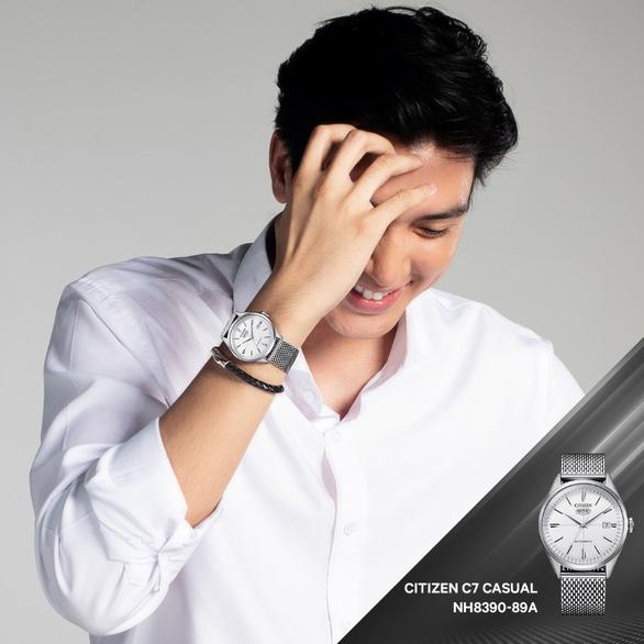 Gen Z đón đầu xu hướng với đồng hồ chính hãng, kính mắt thời trang cực chất - Ảnh 1.
