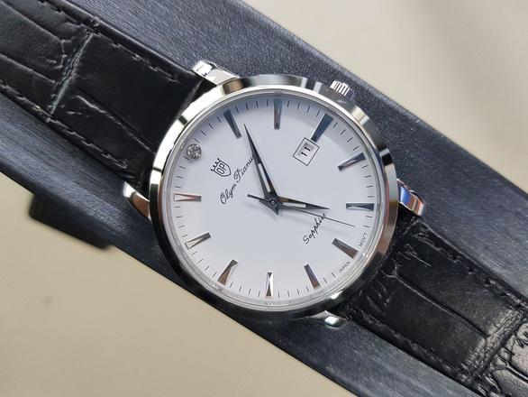 Gen Z đón đầu xu hướng với đồng hồ chính hãng, kính mắt thời trang cực chất - Ảnh 2.