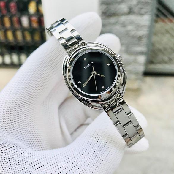Gen Z đón đầu xu hướng với đồng hồ chính hãng, kính mắt thời trang cực chất - Ảnh 4.