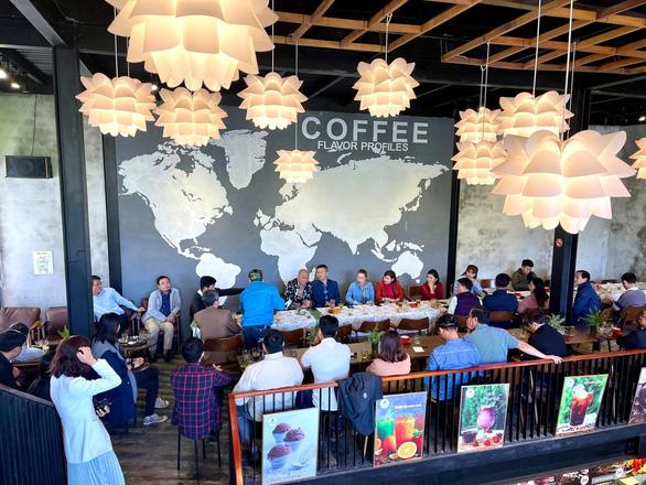 Lãnh đạo huyện Kon Plông nói không có chuyện gợi ý doanh nghiệp đi làm phải có phong bì - Ảnh 2.