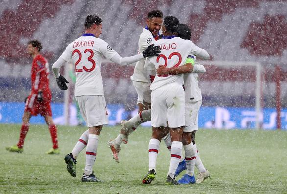 PSG thắng Bayern trong bộ phim bom tấn tôn vinh Mbappe - Ảnh 2.