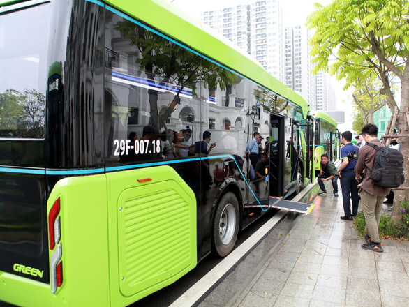 Xe buýt điện thông minh đầu tiên của Việt Nam chính thức lăn bánh - Ảnh 4.