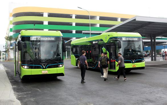 Xe buýt điện thông minh đầu tiên của Việt Nam chính thức lăn bánh - Ảnh 3.