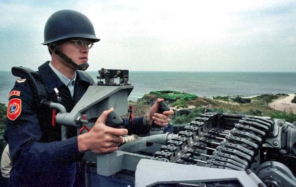 Đài Loan dọa nổ súng bắn hạ máy bay không người lái Trung Quốc nếu đến gần Đông Sa - Ảnh 1.