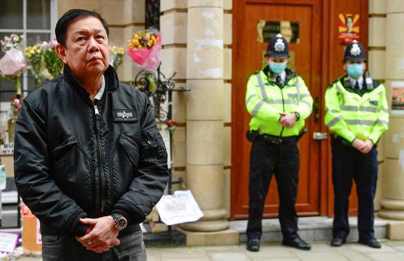 Đại sứ Myanmar bị đuổi khỏi sứ quán ở London, Anh can thiệp được không? - Ảnh 1.