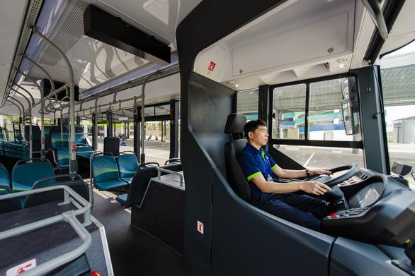 Xe buýt điện thông minh đầu tiên của Việt Nam chính thức lăn bánh - Ảnh 5.