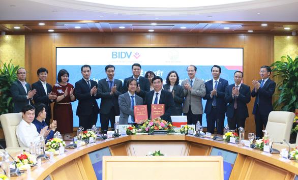 BIDV và Đại học Quốc gia Hà Nội ký kết thỏa thuận hợp tác - Ảnh 1.