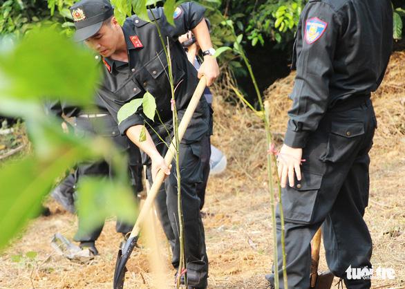 Tuổi trẻ Cảnh sát cơ động trồng cây xanh dịp về nguồn báo công - Ảnh 5.