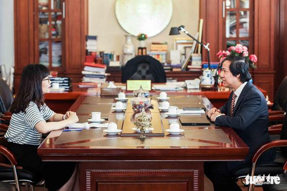 Tân Bộ trưởng Bộ GD-ĐT Nguyễn Kim Sơn: Tôi mong đời sống người thầy được cải thiện - Ảnh 2.