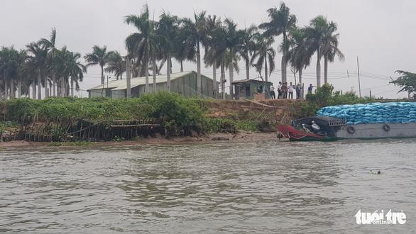 Người nuôi cá tra 'tố' doanh nghiệp nạo vét thông luồng gây sạt lở nặng - Ảnh 8.